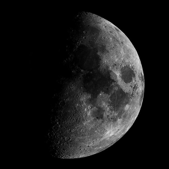 Luna en cuarto creciente - Fases - fotos astronómicas AstronoMike.net